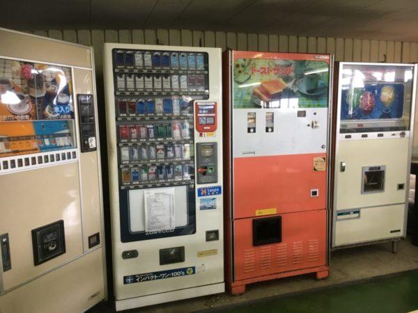 オレンジ353@国道353号線【レトロ自販機の天ぷらうどん】
