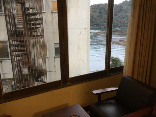 下田海浜ホテル部屋窓