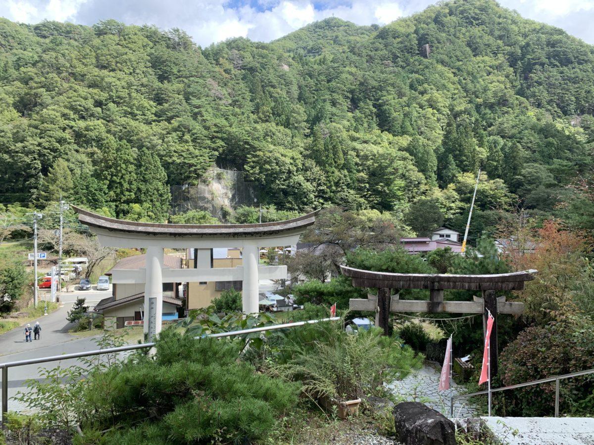 昇仙峡夫婦木神社